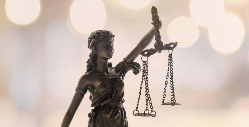 Der Täter von Schramberg ist wegen Schuldunfähigkeit freigesprochen worden. Er hatte den Kämmerer im März 2019 mit einem Messer niedergestochen.