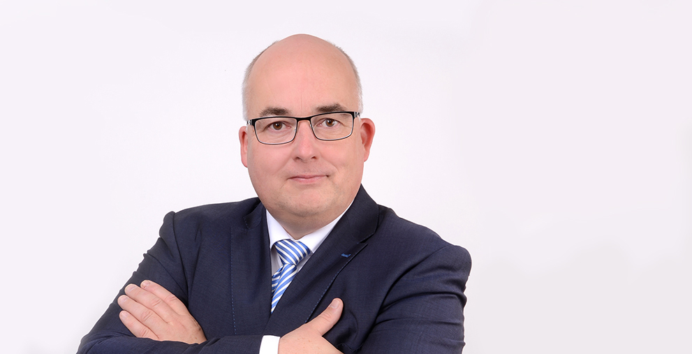 Arne Schneider ist Haushaltsdirektor und Leiter des Amtes Haushalt und Aufgabenplanung in der Finanzbehörde der Freien und Hansestadt Hamburg.