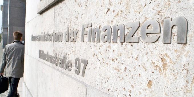 """Die """"6-Prozent-Regel"""" gerät immer stärker ins Wanken: Nun setzt das BMF die Vollziehung von Bescheiden schon ab April 2012 aus."""