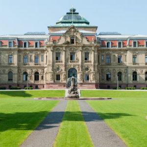 Das Erbgroßherzogliche Palais in Karlsruheist seit 1950 der Sitz des Bundesgerichtshofs.
