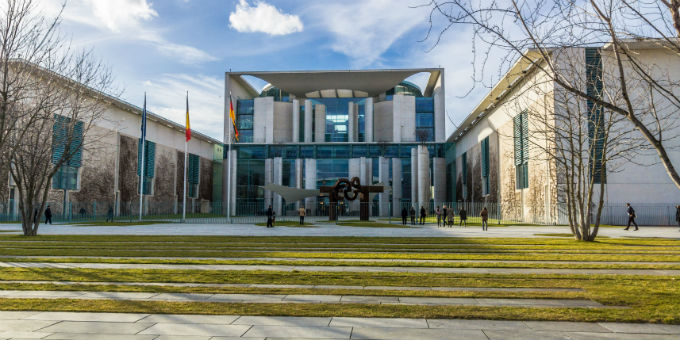 Das Bundeskanzleramt in Berlin: Stimmt die SPD-Basis zu, werden hier die Fäden der neuen Groko zusammenlaufen.