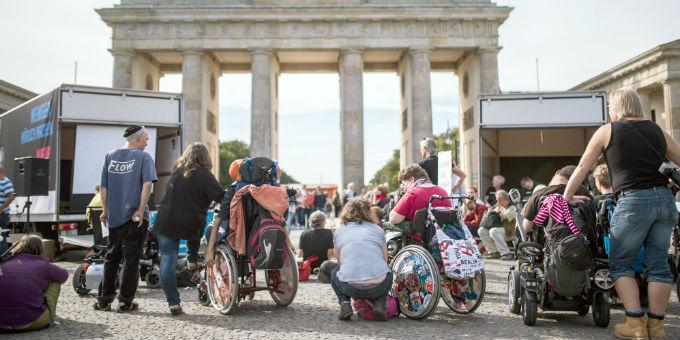 Erfolgreicher Protest: Behinderte demonstrieren vor dem Brandenburger Tor gegen das Bundesteilhabegesetz.