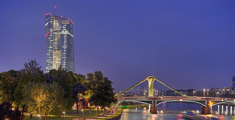 Streiten für Mitsprache bei den EU-Coronahilfen: die Städte des Eurocities-Netzwerk engagieren sich für Multilevel Governance. Hier Frankfurt am Main, eine der Eurocities-Gründerstädte, mit der Europäischen Zentralbank.