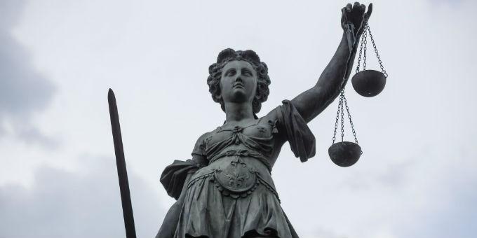 Die Justizia vor dem Römer in Frankfurt am Main.