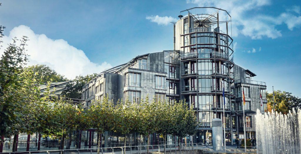 Hier hat ein Unternehmen sein Gewerbe abgemeldet und angegeben, die Hauptniederlassung nach Monheim zu verlegen: im Rathaus der Stadt Kaarst.