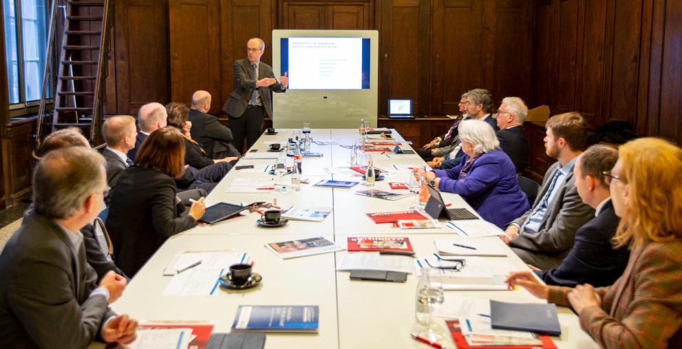 Einige der wichtigsten Köpfe der Kommunalwelt haben sich in der Kunsthalle Mannheim getroffen. Friedrich Heinemann vom ZEW in Mannheim hielt einen Vortrag zu Fiskalregeln.