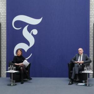 Unterhielten sich beim Digitalen Deutschen Kämmerertag 2020 über die Zukunft der Kommunen: Dr. Sarah Döbeling, Chefredakteurin beim Neuen Kämmerer, und Rolf Bösinger, Staatssekretär im Bundesfinanzministerium (von links).