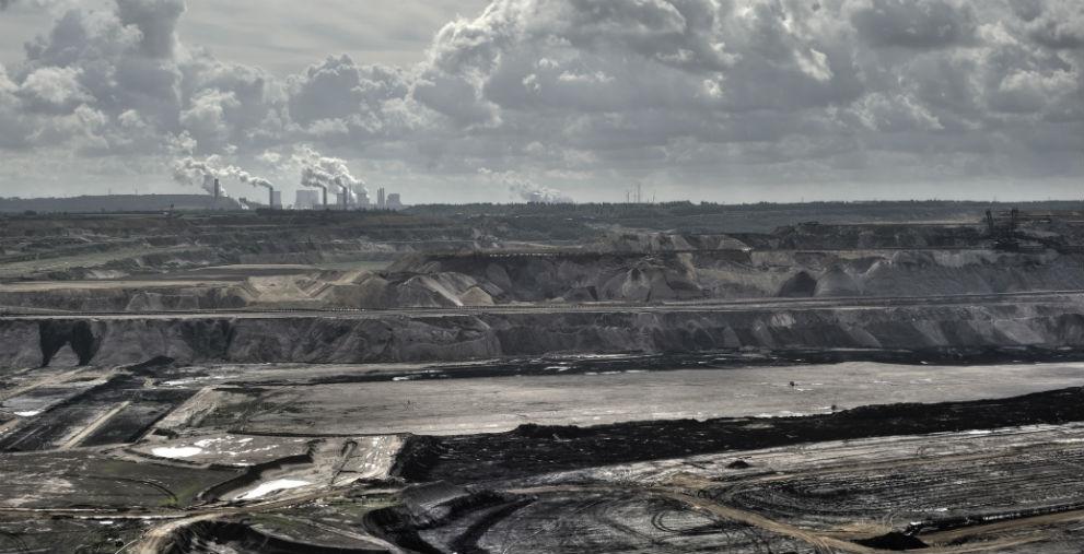 Die Kohlekommission legt ihre Empfehlungen für den Braunkohleausstieg erst 2019 vor. Der neue Zeitplan zollt der massiven Kritik der ostdeutschen Kohleregionen Tribut.