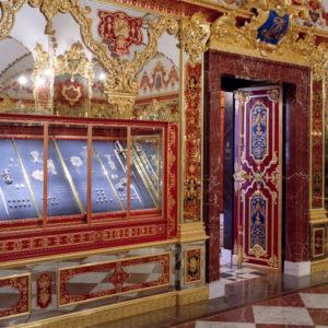 Blick in das Juwelenzimmer des Historischen Grünen Gewölbes. Hier entwenden die Diebe Rubinen und Diamanten.