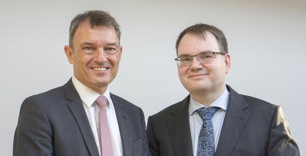 Oberbürgermeister Mathias Neuner mit dem neuen Kämmerer Thomas Beyhl (rechts).
