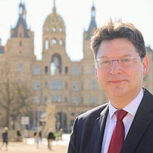 Setzt in Mecklenburg-Vorpommern bei der Grundsteuer auf das Bundesmodell: Finanzminister Reinhard Meyer.