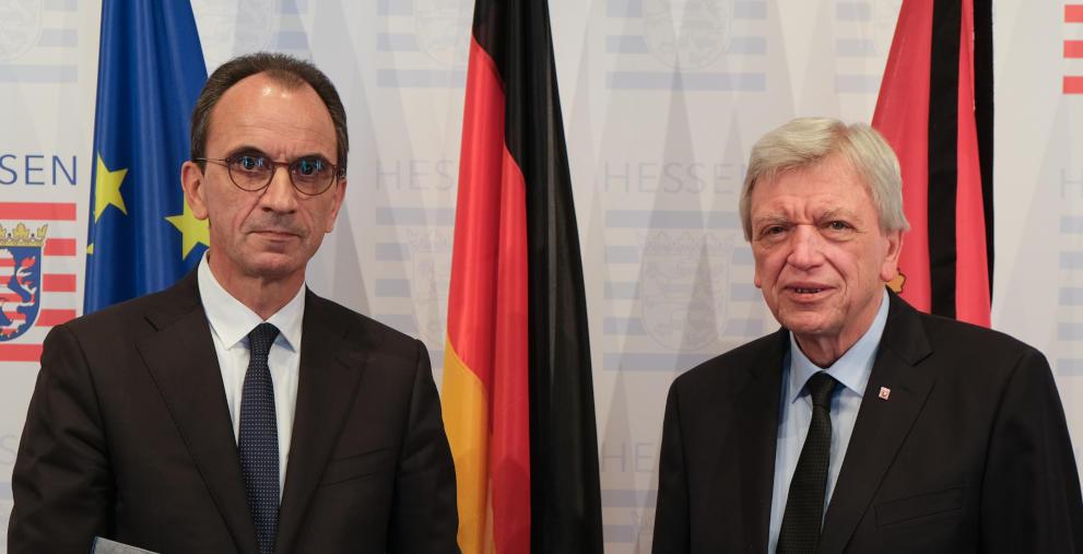 Hessens neuer Finanzminister Michael Boddenberg (links) mit Ministerpräsident Volker Bouffier.