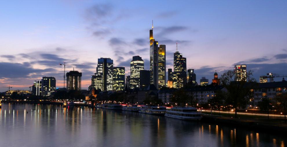 Dass private Dienstleister den ruhenden Verkehr überwachen, ist gesetzeswidrig. Das hat das OLG Frankfurt geurteilt.