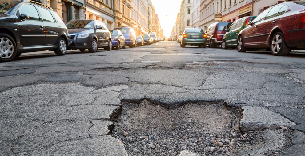 In Sachsen-Anhalt können Kommunen ihre Bürger zukünftig nicht mehr bei kaputten Straßen zur Kasse bitten: Die Straßenausbaubeiträge sollen abgeschafft werden.