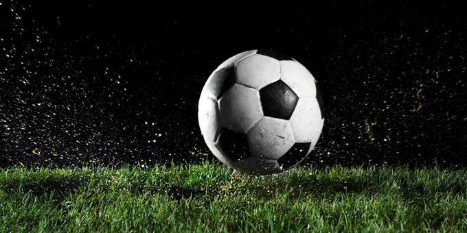 Profi-Fußball und Beihilferecht: Beim Fußball geht es nicht nur um spielerische Leistungen, sondern auch um viel Geld.