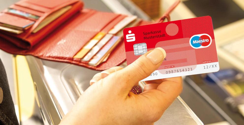 Die Sparkassen haben ihr Rot nun wieder für sich. Die Banco Santander fährt den Farbeinsatz herunter.