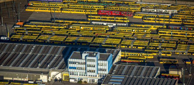 Straßenbahndepot der Stadt Essen: Gut möglich, dass die Stadt bald mit weniger Straßenbahnen auskommen muss. Einschnitte beim ÖPNV-Leistungsangebot sind inzwischen kein Tabu mehr.
