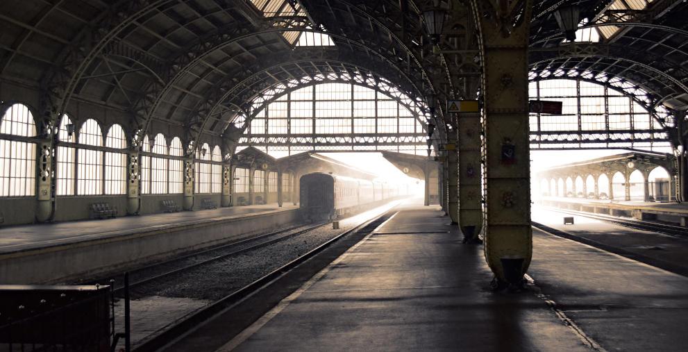 Sind leergefegte Bahnhöfe bald ein bundesweites Phänomen? Das Ausmaß von Corona auf Kommunen und ihre Unternehmen ist noch nicht absehbar.