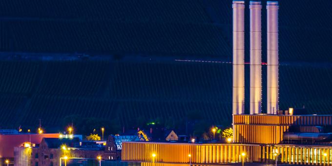 Stadtwerke sind durch die Energiewende stark unter Druck geraten. Das zeigt auch das Beispiel des modernen Würzburger Heizkraftwerkes, wie Stadtkämmerer Robert Scheller und OB Christian Schuchardt im Interview erklären.