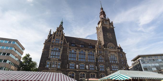 Das Rathaus in Wuppertal - Die Stadt gehört zu einer von 34 Kommunen, die in Stufe eins des Stärkungspaktes aufgenommen sind.