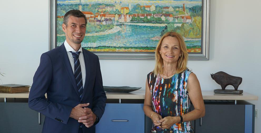 In Landsberg am Lech stellt Oberbürgermeisterin Doris Baumgartl den neuen Kämmerer vor: Alexander Ziegler.