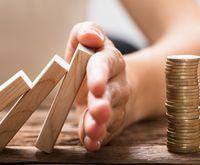 Immer wieder führen Steuerausfälle oder unvorhersehbare Ausgaben zu Haushaltslöchern. Dann müssen Kämmerer Gelder einfrieren und eine Haushaltssperre verhängen.