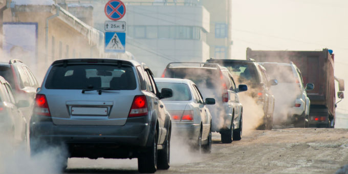 Dicke Luft: In vielen Städten drohen gerichtlich erzwungene Diesel-Fahrverbote.
