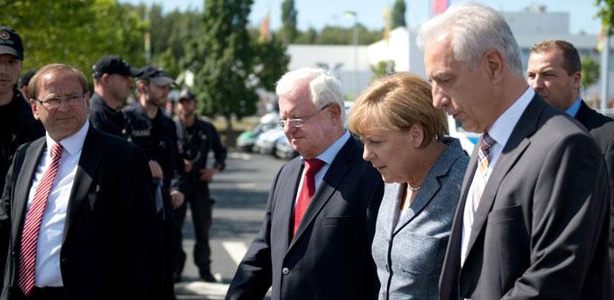 Bundeskanzlerin Merkel in Heidenau: Nach Übergriffen und rechtsextremen Ausschreitungen ist das Flüchtlingsthema auf der politischen Agenda oben angekommen.