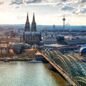 Blick auf die Skyline der Stadt Köln.