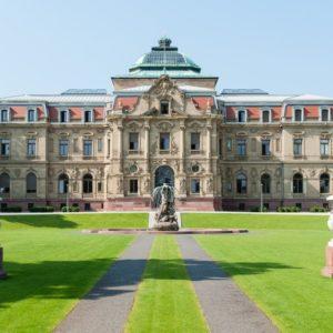 Der Bundesgerichtshof in Karlsruhe, im Bild das Erbgroßherzogliches Palais mit Brunnen, hat den Freispruch in der Rathausaffäre kassiert.