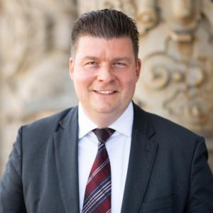 """Laut Finanzsenator Andreas Dressel hat sich die Kasse Hamburg zu einem """"unverzichtbaren und hocheffizienten Dienstleister für Behörden und Bezirke"""" entwickelt."""
