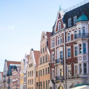 Blick in die Altstadt von Rostock: Die Kommune hat zusammen mit Schwerin sowie dem Landkreis Ludwigslust-Parchim eine Kommunale Verfassungsbeschwerde am Landesverfassungsgericht in Greifswald eingelegt.
