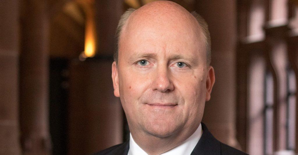 Uwe Becker, langjähriger Kämmerer und Bürgermeister der Stadt Frankfurt am Main, bleibt dem Fachbeirat von Der Neue Kämmerer erhalten.