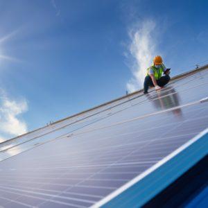 Der DStGB fordert 100.000 Solardächer auf öffentlichen Gebäuden.