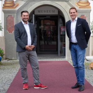 Füssens Kämmerer Marcus Eckert (im Bild links) wurde bereits von Bürgermeister Maximilian Eichstetter verabschiedet.