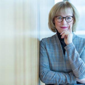 Karin Welge, jetzige Oberbürgermeisterin der Stadt Gelsenkirchen und ehemalige Kämmerin, spricht mit DNK über den Beginn ihrer Karriere.